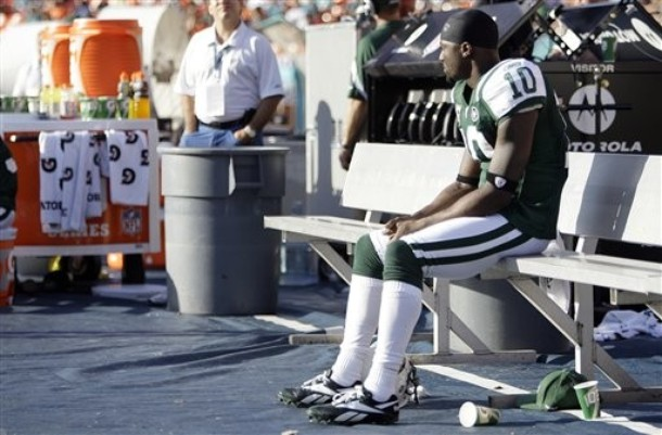 Santonio Holmes says he would like to match up against former teammate Darrelle Revis during their week one match up (Credit: AP Photo)