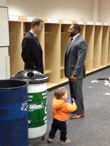 Peyton Manning waitied around after the game to send Ray Lewis off with congratulations (Director of Media Relations for the Baltimore Ravens @CSteele32)