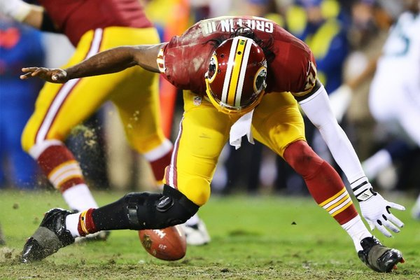 Did Robert Griffin III know something was wrong with his knee during the first quarter of Sunday's game? (Credit: AP Photo)