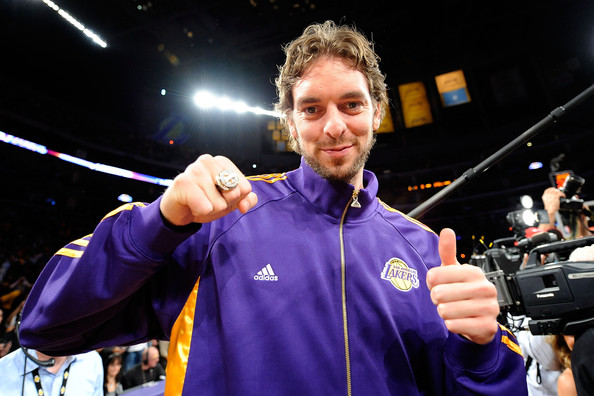 Pau Gasol jokes about Lakers using billboards to recruit him next season