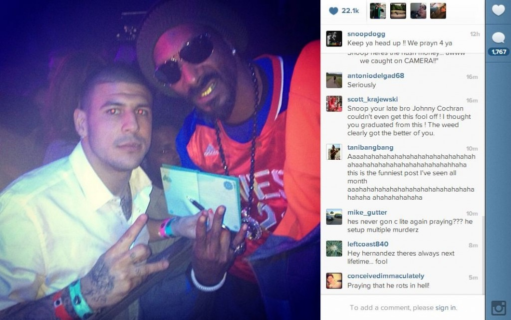 Snoop Dogg shows his support for Aaron Hernandez