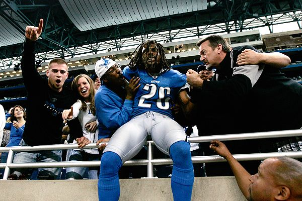 According to the Detroit News, tight end Tony Scheffler and safety Louis Delmas often use derogatory terms towards one another as a sign of affection (Credit: Thedctimes.com)