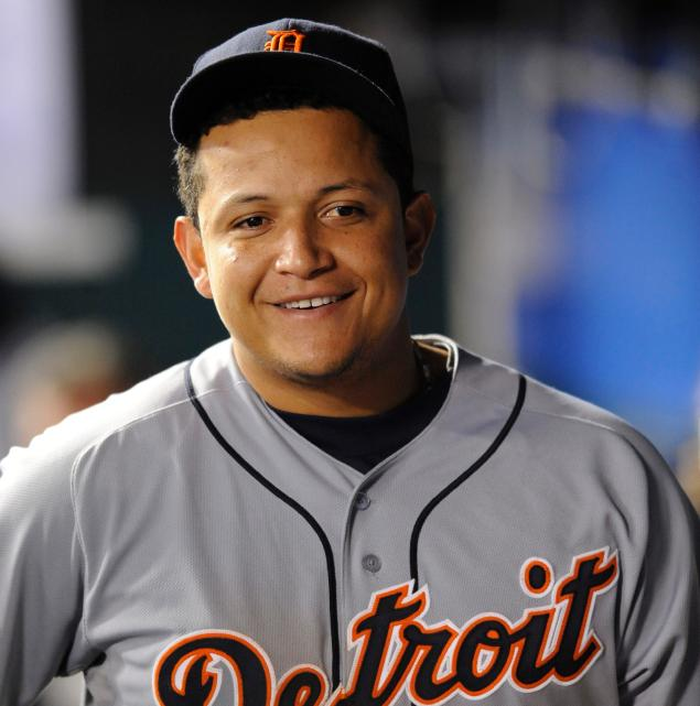 Watch: Miguel Cabrera tips ball cap after stumbling over ...